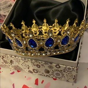 """NWT Gold and Blue Crystal Crown 3.5"""" bottom."""